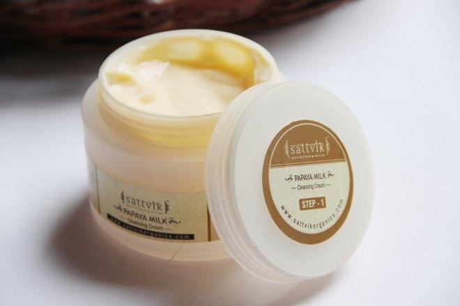 DIY Facial- Sattvik Papaya Cleansing Cream | mitzitup.com