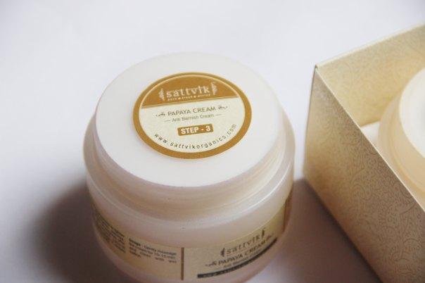 DIY Facial- Papaya Anti Blemish Cream   mitzitup.com
